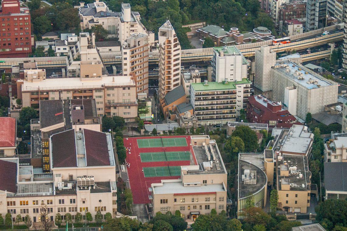 Tennisplätze auf dem Dach