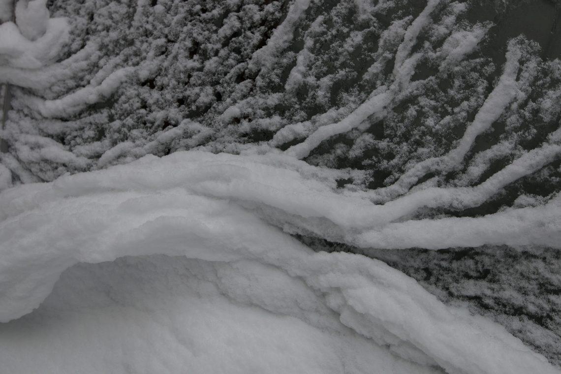 Eisige Wellen - brechen stürzend - über ihren Schatten  ⛩  Fuyunami ha - sono kage no e ni - kutsugaeru  (Tomiyasu, Fuusei)