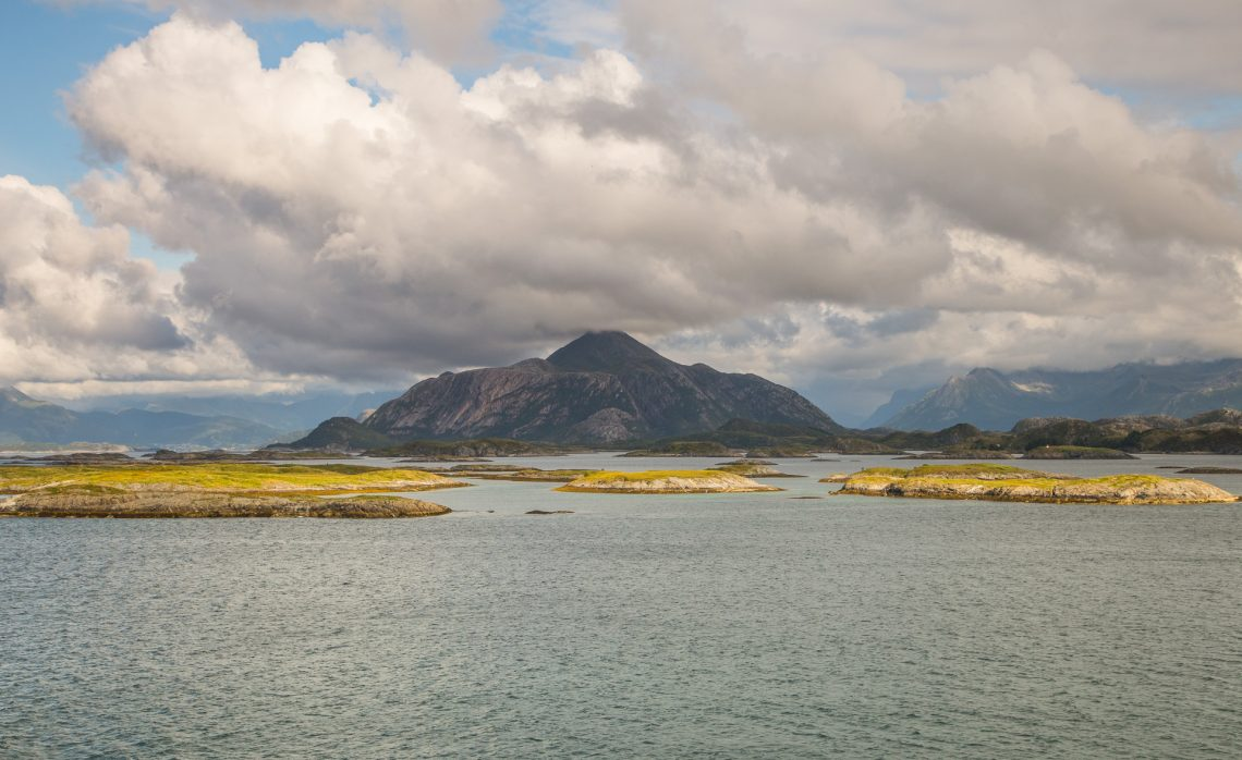 Das Meer im Sommer zerbirst in tausend Stücke: So viele Inseln ⛩  Shimajima ya chiji ni kudakete natsu no umi (Bashō)
